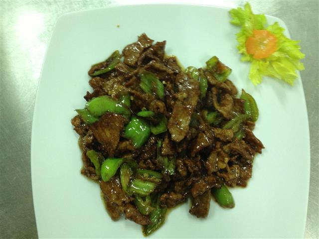 BEEF WITH GREEN PEPPER 300g.